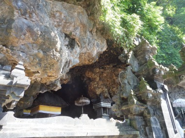 duizenden vleermuizen in de grot! Bat Cave