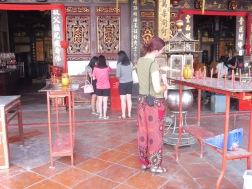 een wens doen in een tempel